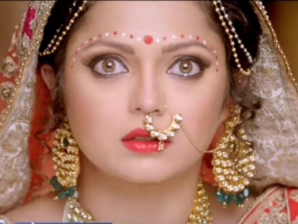 04-1441356873-ek-tha-raja-ek-thi-rani-dadi-saves-gayatri-stop-ranaji-wedding-7